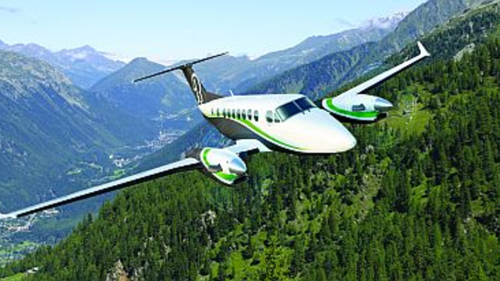 Chinese general-aviation company buys 10 King Air turboprop aircraft from Hawker Beechcraft for pilot training and aerial mapping