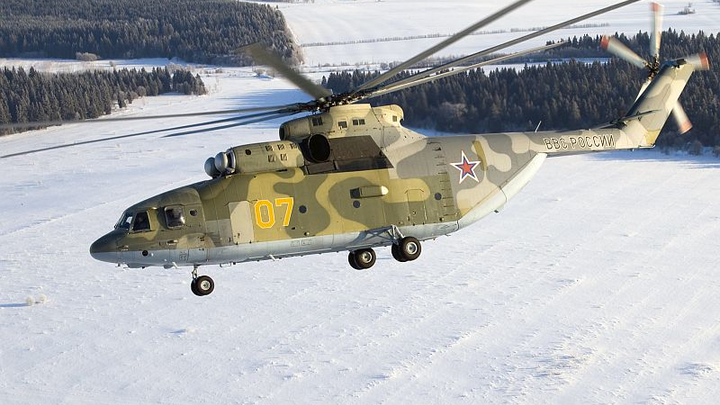Russian Mi-26 helicopter crew transporting cargo saves polar bear cub in Arctic