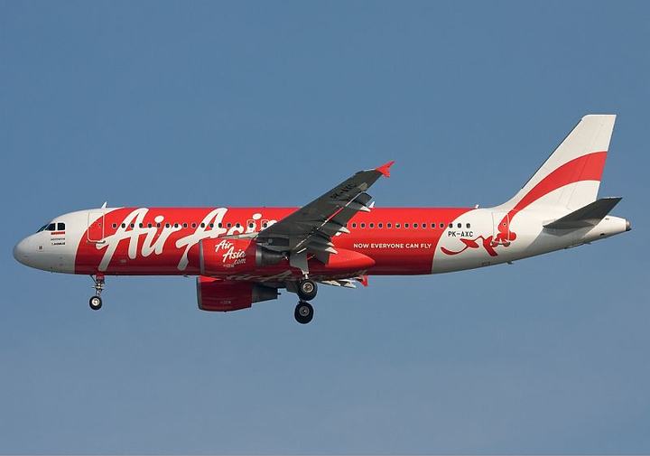 Search widens for AirAsia Flight 8501 Airbus A320-200 aircraft, U.S. joins hunt for wreckage