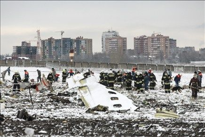 Aviation experts from Russia, U.A.E., France, and U.S. investigate crash of FlyDubai flight