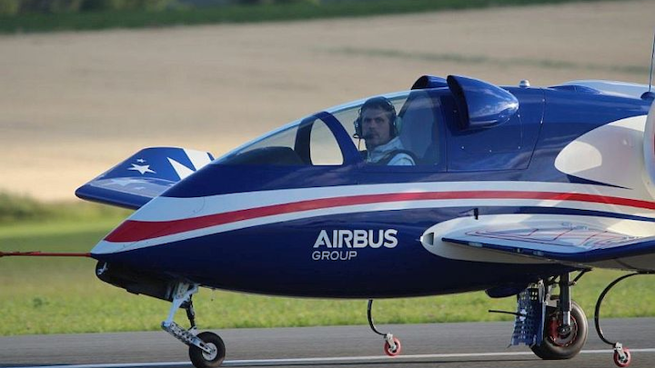 Airbus E-Fan electric aircraft makes U.S. debut with hybrid engine
