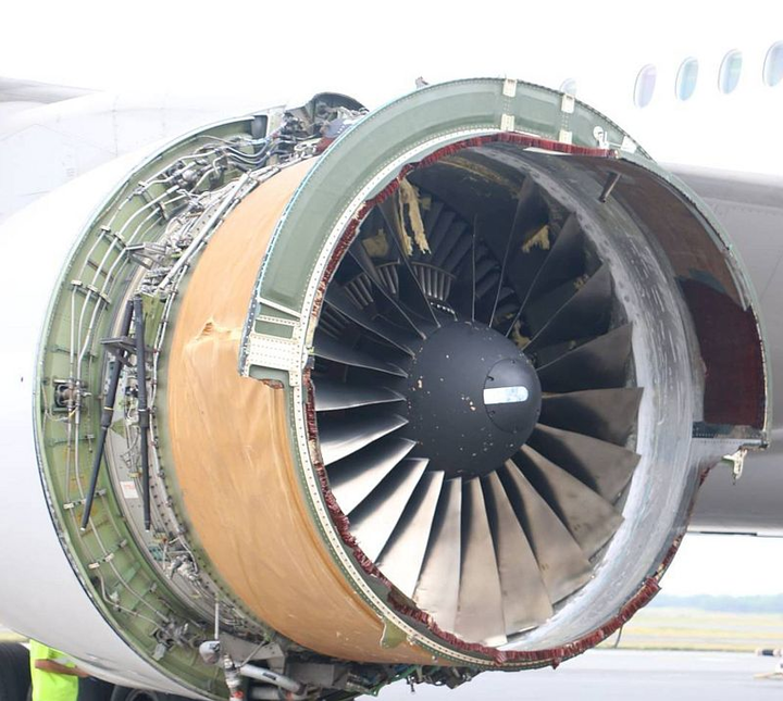 United Airlines 777 jet loses engine cowling mid-flight over Pacific