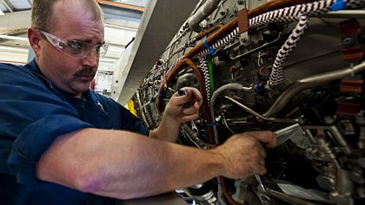 Content Dam Mae Online Articles 2013 05 F 35 Maintenance 31 May 2013