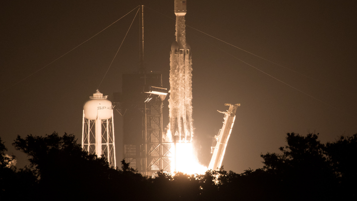 """SpaceX Falcon Heavy rocket carrying 24 satellites as part of the Department of Defense's Space Test Program-2 (STP-2) mission launches from Launch Complex 39A, Tuesday, June 25, 2019 at NASA's Kennedy Space Center in Florida. Four NASA technology and science payloads that will study non-toxic spacecraft fuel, deep space navigation, """"bubbles"""" in the electrically-charged layers of Earth's upper atmosphere, and radiation protection for satellites are among the two dozen satellites put into orbit."""