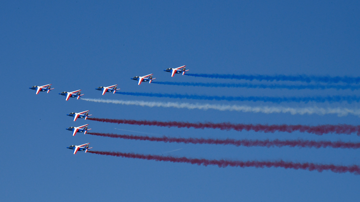 The French Armée de l'Air started off the Paris Air Show Monday morning.