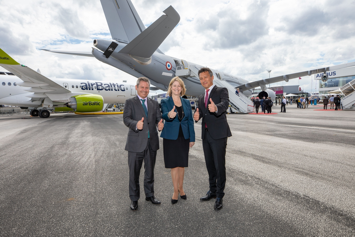 The Airbus A330 Multi Role Tanker Transport (A330 MRTT) provided the backdrop for the meeting with (l to r) Alberto Gutierrez, Head of Military Aircraft, Airbus Defence and Space; Michele Evans, Executive Vice President of Lockheed Martin Aeronautics, and Dirk Hoke, CEO of Airbus Defence and Space.